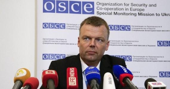 W Doniecku na wschodniej Ukrainie zdewastowano około 30 samochodów należących do misji OBWE. Według jej wiceszefa Alexandera Huga, policja nie podjęła żadnych działań aby wykryć sprawców.