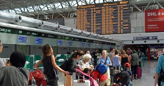 Polscy turyści, którzy od niemal dwóch dni nie mogą wrócić z wakacji na Teneryfie, mają w końcu odlecieć do kraju. Powodem tak dużego opóźnienia była usterka samolotu linii Enter Air. Awarię już usunięto. Wylot planowany jest po północy.