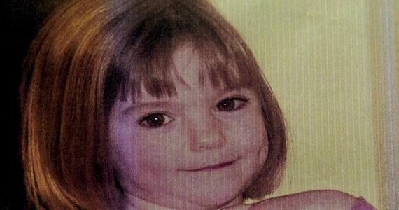 Zwłoki, które znaleziono w walizce w pobliżu autostrady w Australii należą do małej dziewczynki, która mogła zostać zabita nawet osiem lat temu - poinformowała australijska policja. Data ta pokrywa się z terminem, w jakim zaginęła mała Madeleine McCann, dziewczynka, której zniknięcie nie zostało do tej pory wyjaśnione. Na temat tej sprawy zaczynają spekulować zagraniczne media.