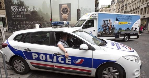 Policja w Paryżu otworzyła ogień do samochodu, który sforsował barierę na placu Zgody przed przyjazdem zawodników biorących udział w finiszu Tour de France. Według służb, nie była to jednak próba zamachu terrorystycznego.