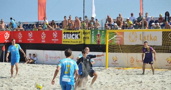Słońce, plaża i… beach soccer! Od czwartku do niedzieli widzowie będą mogli śledzić rywalizację drużyn na plaży w Ustce. Oprócz starć zawodowców dodatkową atrakcją będzie pokazowy mecz z udziałem gwiazd sportu i celebrytów.