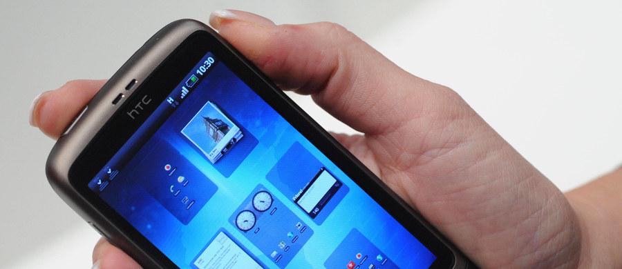 Osoby, które często używają telefonu komórkowego, łatwiej tracą uwagę - do takich wniosków doszli naukowcy z brytyjskiego Uniwersytetu De Montfort w Leicester. Badacze twierdzą, że osoby uzależnione od telefonu mają skłonności do zapominania o ważnych rzeczach oraz do wyłączania się z rozmowy.