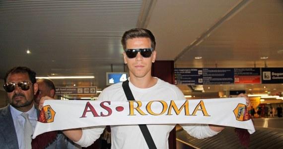 """Wojciech Szczęsny podpisał już kontrakt z AS Roma. Bramkarz został na rok wypożyczony z Arsenalu. """"Zrobię co w mojej mocy dla klubu. Oddam mu przez ten rok serce i duszę"""" – zapowiedział Szczęsny w wywiadzie opublikowanym na stronie internetowej Romy."""