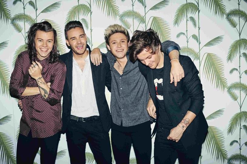 """Członkowie boysbandu zaskoczyli swoich fanów spontanicznym wydaniem zupełnie nowego singla """"Drag Me Down""""."""