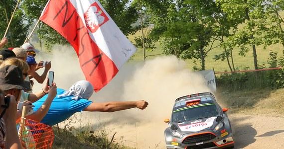Ubiegłoroczny triumfator Jari-Matti Latvala (Volkswagen Polo WRC) po 14 odcinkach specjalnych utrzymał pozycję lidera Rajdu Finlandii, ósmej rundy mistrzostw świata. W sobotę dobrze radził sobie również Robert Kubica (Ford Fiesta WRC).