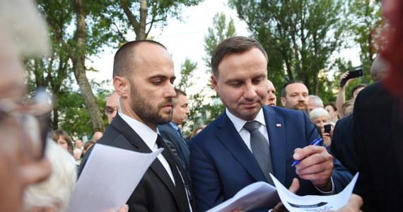 48 proc. Polaków uważa, że Andrzej Duda będzie lepszym prezydentem od Bronisława Komorowskiego - wynika z sondażu CBOS. Zdania na temat tego, jak Duda wpłynie na sprawy w kraju i pozycję na świecie, są jednak podzielone.