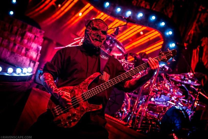 """Alessandro """"V-man"""" Venturella, brytyjski basista grupy Slipknot wyszedł ze szpitala po tym jak trafił tam w wyniku zasłabnięcia podczas koncertu."""