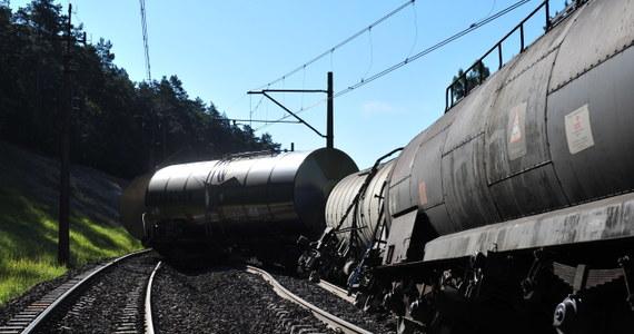 W nocy zakończyło się usuwanie wykolejonych cystern i naprawa jednego z dwóch torów koło Międzyzdrojów. Oznacza to koniec kłopotów pasażerów pociągów jeżdżących trasą Szczecin - Świnoujście.