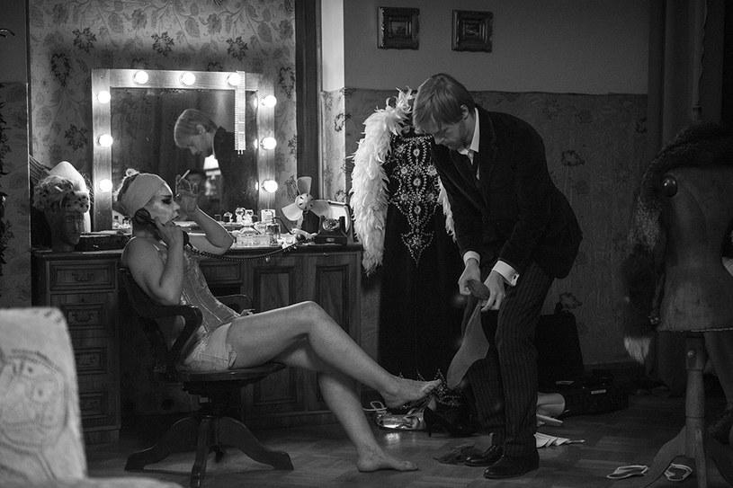 """""""Noc Walpurgi"""" Marcina Bortkiewicza to jeden z najciekawszych polskich debiutów ostatnich lat. Stawiający pierwsze kroki w zawodzie filmowiec, uwodzi sugestywnym stylem i precyzyjną reżyserią. Udowadnia również, że ma niebywały talent do prowadzenia aktorów: pod jego okiem Małgorzata Zajączkowska zagrała rolę życia."""