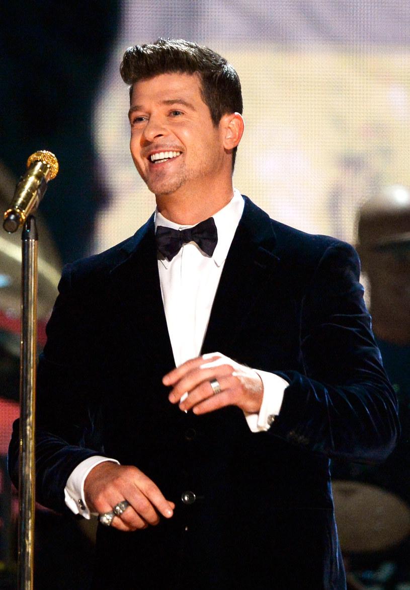 """W sieci pojawił się nowy utwór Robina Thicke zatytułowany """"Back Together"""". Tym razem wokalista do współpracy zaprosił amerykańską raperkę Nicki Minaj."""