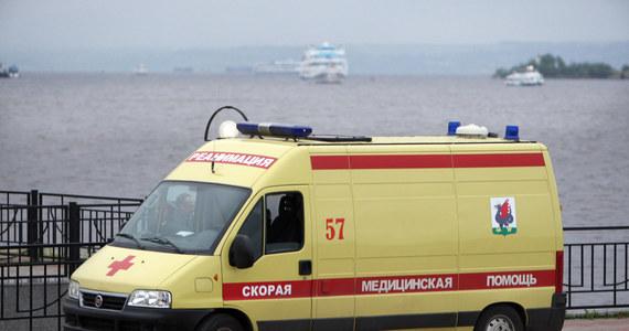 Co najmniej sześć osób zginęło, a trzy zostały ranne w wypadku nad sztucznym jeziorem na zachód od Moskwy. Doszło tam do zderzenia hydroplanu i śmigłowca Robinson 44.