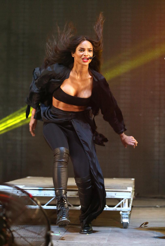 """Ciara mocno zaskoczyła fanów swoją sylwetką na okładce ostatniej płyty """"Jackie"""". Okazało się, że w ciągu czterech miesięcy po ciąży amerykańska wokalistka r'n'b schudła ponad 27 kg."""