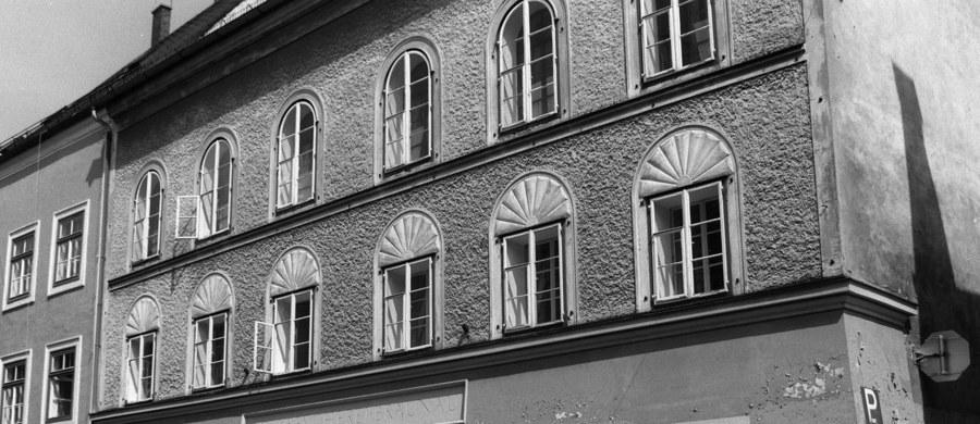 """Dom w austriackim Braunau, w którym urodził się Adolf Hitler, stoi od czterech lat pusty i niszczeje - pisze """"Frankfurter Allgemeine Zeitung"""". Próba stworzenia w tym miejscu międzynarodowego domu spotkań młodzieży jak dotąd nie powiodła się."""