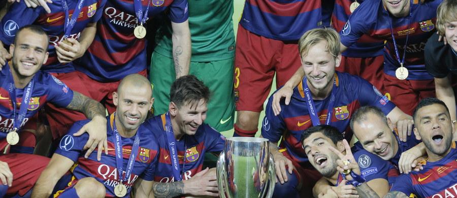 """FC Barcelona pokonała w Tbilisi FC Sevillę 5:4 (3:1; 4:4) i zdobyła Superpuchar Europy. Ozdobą spotkania były piękne bramki z rzutów wolnych Evera Banegi i Leo Messiego. Dla """"Dumy Katalonii"""" to piąty Superpuchar w historii klubu. Ostatni udało się zdobyć w 2011 roku."""