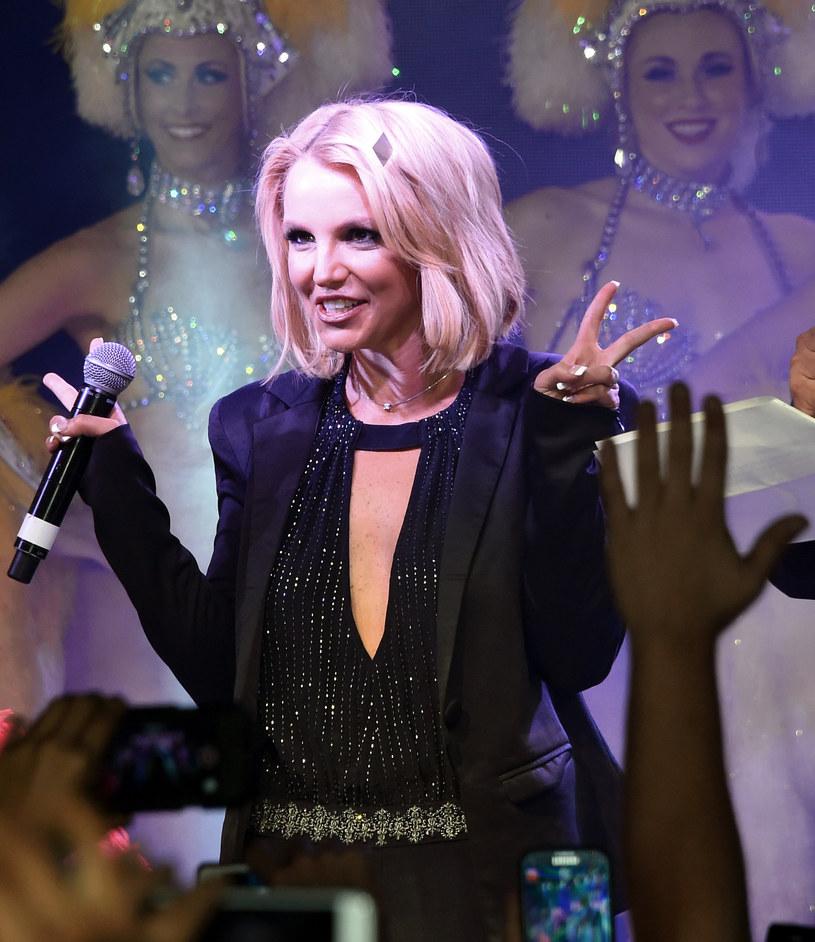 """Britney Spears po raz kolejny spróbuje swoich sił w świecie filmu. Wokalistka wystąpi gościnnie w amerykańskim serialu """"Jane The Virgin""""."""