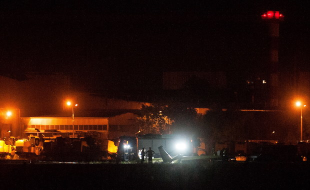 Błąd ludzki to najbardziej prawdopodobna hipoteza wieczornego wypadku szybowca w Płocku, przyjęta przez śledczych - dowiedział się nieoficjalnie reporter RMF FM. Szybowiec z wysokości prawie 100 metrów runął na lotnisko. Zginęło dwóch mężczyzn.