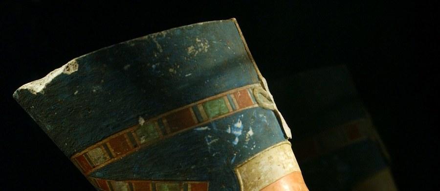 Nicholas Reeves, brytyjski archeolog z Uniwersytetu w Arizonie twierdzi, że ma dowód na to, gdzie jest miejsce pochówku legendarnej królowej Egiptu Nefretete. Jego zdaniem znajduje się ono w pomieszczeniu ukrytym w grobowcu faraona Tutenchamona.