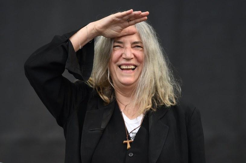 """Stacja Showtime wyprodukuje serial oparty na wspomnieniowej książce Patti Smith """"Poniedziałkowe dzieci"""" - poinformował """"Hollywood Reporter""""."""