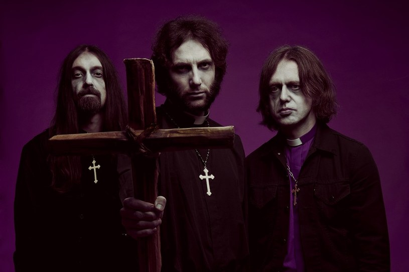 Nowa brytyjska formacja With The Dead szykuje się do premiery debiutanckiego albumu.