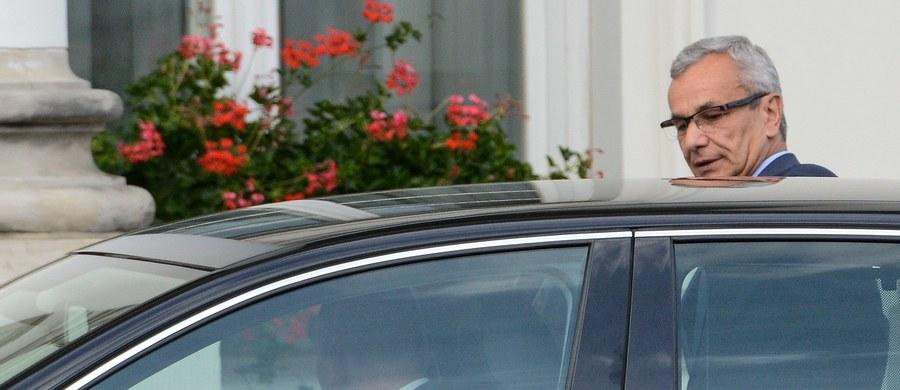 Warszawska prokuratura okręgowa wystąpi dziś do Centralnego Biura Antykorupcyjnego o przekazanie akt dochodzenia w sprawie oświadczeń majątkowych byłego ministra sportu Andrzeja Biernata - dowiedział się reporter RMF FM Krzysztof Zasada. Nie jest wykluczone, że prokuratura przejmie to śledztwo od CBA.