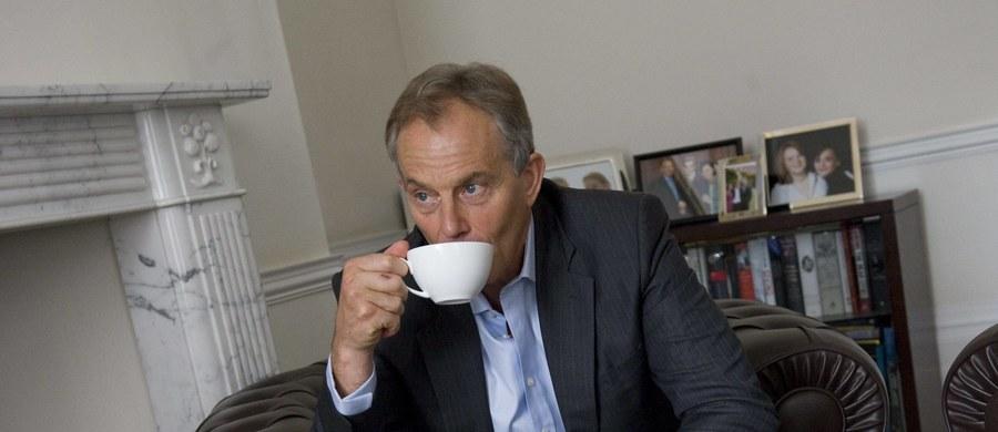 """Tony Blair ostrzegł na łamach """"Guardiana"""", że Partii Pracy grozi """"unicestwienie"""", jeśli na jej nowego przywódcę wybrany zostanie lewicowy deputowany Jeremy Corbyn. Były premier ocenił, że laburzyści idą ku przepaści """"z zamkniętymi oczyma i wyciągniętymi rękami""""."""