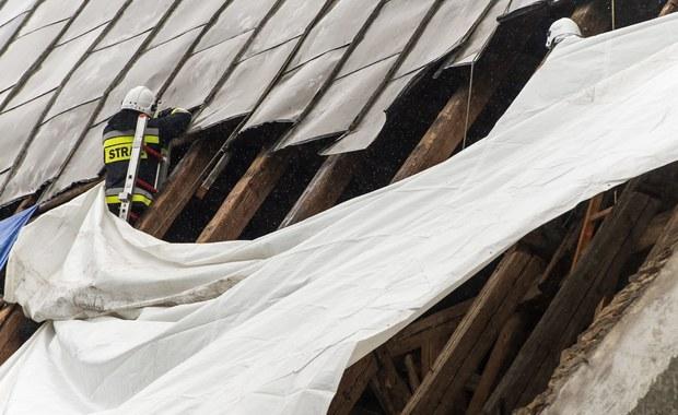 25 budynków zostało uszkodzonych przez silne wichury na Podkarpaciu - głównie w okolicach Rzeszowa. Na szczęście podczas gwałtownej burzy, która przeszła wczoraj nad regionem, nikt nie został ranny.