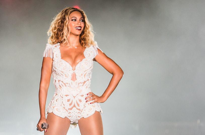 """Beyonce zapisała się w historii jako pierwsza czarnoskóra wokalistka, która pojawiła się na okładce magazynu modowego """"Vogue"""". Numer ze zdjęciem Beyonce (trzeci w jej dorobku) przeznaczony jest na wrzesień."""
