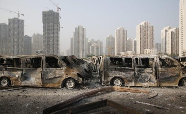 """Ewakuacja osób mieszkających w promieniu trzech kilometrów od miejsca środowego wybuchu w mieście Tiencin (Tianjin) na północnym wschodzie Chin. Istnieje zagrożenie rozprzestrzenienia się """"toksycznych substancji""""."""