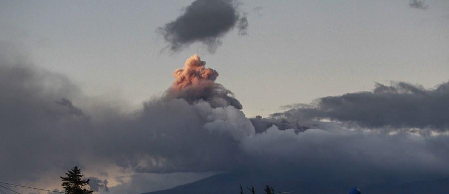 Uaktywnił się jeden z najniebezpieczniejszych wulkanów na świecie - Cotopaxi. Z tego powodu prezydent Ekwadoru Rafael Correa ogłosił stan wyjątkowy. Ewakuowano też kilkuset mieszkańców najbardziej zagrożonych miejscowości.