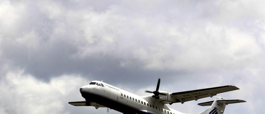 Indonezyjski samolot pasażerski, z którym w niedzielę utracono łączność, został odnaleziony w dystrykcie Oktabe w prowincji Papua na Nowej Gwinei - informuje Reuters, powołując się na przedstawiciela ministerstwa transportu. Na pokładzie maszyny były 54 osoby. Nie wiadomo, czy ktokolwiek zdołał przeżyć katastrofę.
