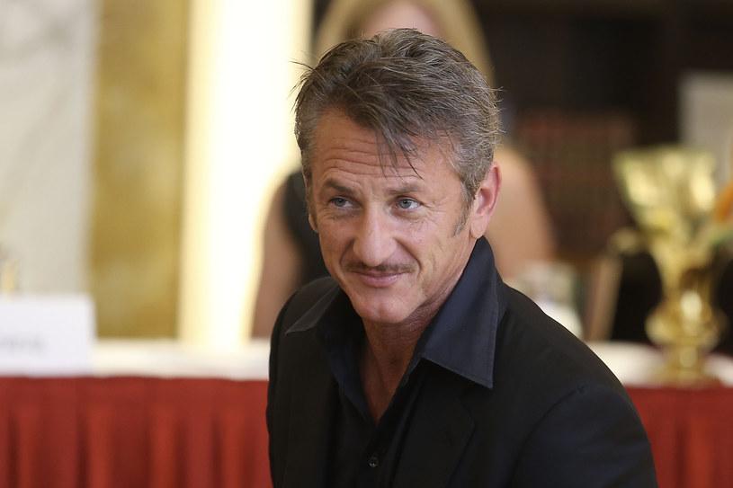 Mówi się o nim, że potrafi zagrać dosłownie wszystko. Do każdej z kolejnych ról bardzo dokładnie się przygotowuje, dlatego mimo ponad 30 lat kariery nie ma na koncie nawet 50 filmowych kreacji... Sean Penn - zdobywca dwóch Oscarów, laureat Złotego Globu, aktor nagradzany na festiwalach w Cannes, Wenecji i Berlinie - kończy 17 sierpnia 55 lat.