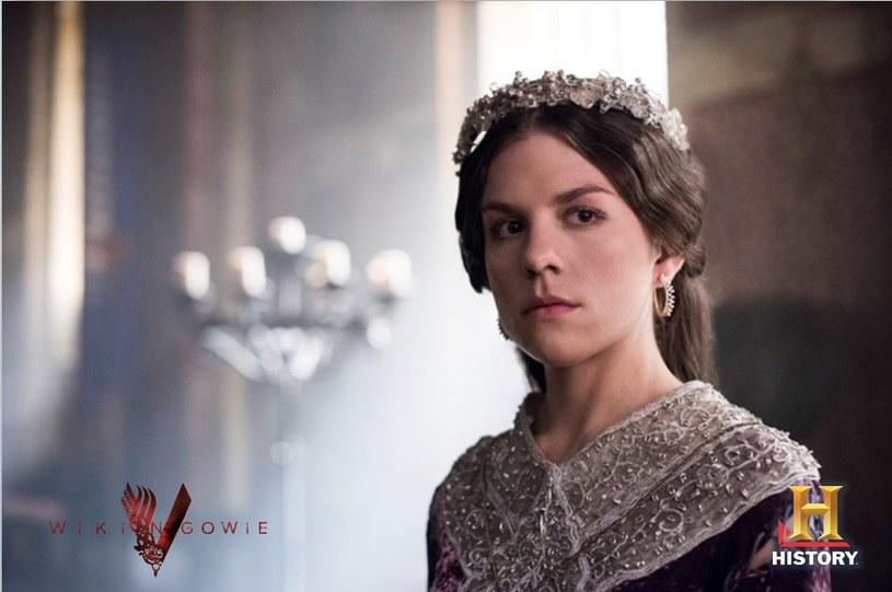 """30 sierpnia na antenie HISTORY zaprezentowany zostanie premierowy odcinek trzeciego sezonu serialu """"Wkingowie"""". Jedną z głównych ról zagrała Morgane Polanski."""