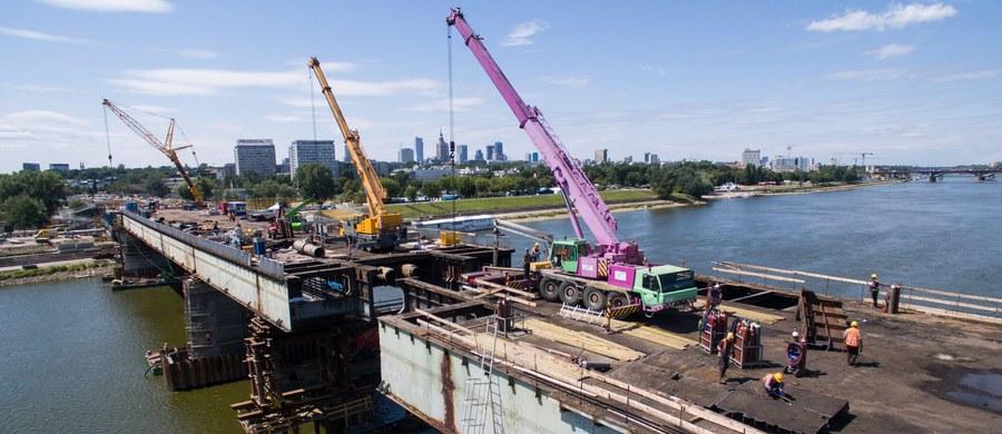 Są obawy, co do dotrzymania terminu zakończenia remontu Mostu Łazienkowskiego w Warszawie - dowiedział się reporter RMF FM Michał Dobrołowicz. Według wcześniejszych zapowiedzi przeprawa ma być przejezdna do końca października.