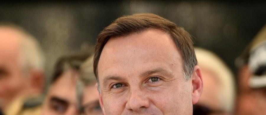 Brak Brukseli w harmonogramie pierwszych wizyt nowego prezydenta RP Andrzeja Dudy ma podkreślić jego niechęć do instytucji europejskich, ale wskazuje też na konflikt z szefem Rady Europejskiej Donaldem Tuskiem - uważa brukselski ekspert Roland Freudenstein. Pierwszą wizytę zagraniczną Duda ma złożyć 23 sierpnia w Estonii, w rocznicę podpisania paktu Ribbentrop-Mołotow.