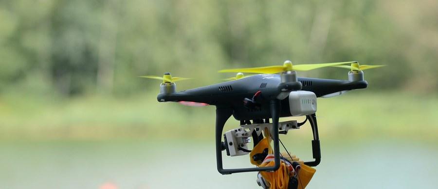 """Trwa boom na certyfikaty na komercyjne wykorzystywanie dronów. Jeszcze pod koniec ubiegłego roku takich praw jazdy było trochę ponad trzysta, a od początku tego roku wydano ich już niemal tysiąc – informuje """"Dziennik Gazeta Prawna""""."""