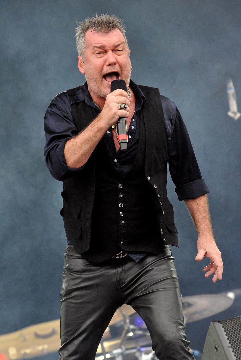 Australijski rockman Jimmy Barnes może mówić o sporym szczęściu. Muzyk uniknął śmierci w trakcie zamachów bombowych w Bangkoku.