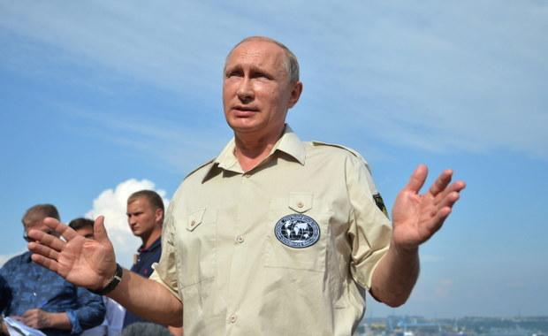 """""""Odpowiedzialność za obecną eskalację napięcia w Donbasie ponoszą władze w Kijowie"""" – twierdzi prezydent Rosji. Według Władimira Putina z informacji strony rosyjskiej wynika, że armia ukraińska koncentruje swoje siły, w tym sprzęt bojowy, w Donbasie. Prezydent wyraził nadzieję, że nie dojdzie tam do konfrontacji na pełną skalę."""