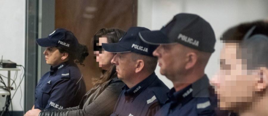 Pierwsze jawne zeznania w procesie Kamila N. i Zuzanny M. oskarżonych o zabójstwo rodziców chłopaka w Rakowiskach pod Białą Podlaską. Przed sądem okręgowym w Lublinie zeznawali sąsiad i znajoma z Krakowa, w której mieszkaniu zatrzymano parę oraz koledzy z klasy Kamila.