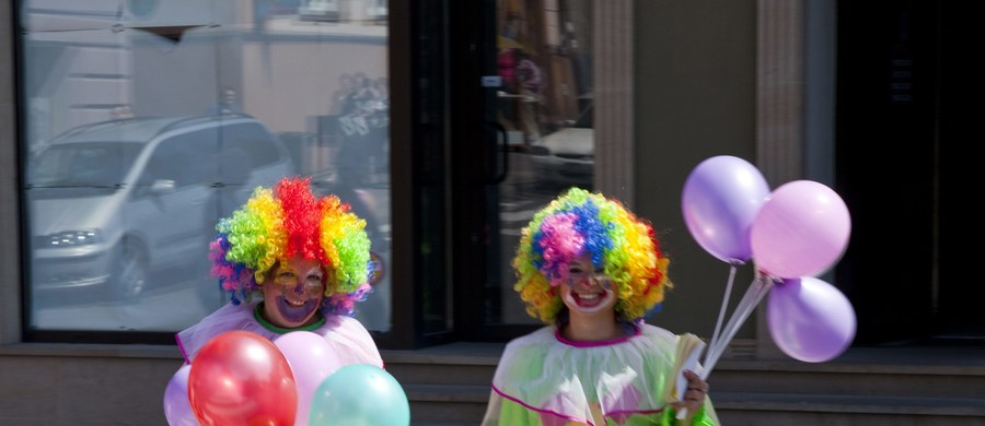 Szpitale prowincji Buenos Aires będą musiały zatrudniać klaunów na oddziałach pediatrycznych, gdzie będą towarzyszyć chorym dzieciom. W tym tygodniu władze prowincji zatwierdziły odpowiednie przepisy.