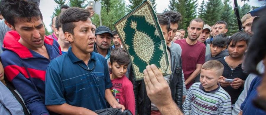 Do masowej bójki doszło w ośrodku dla uchodźców w Suhl, w Turyngii. Zostało w niej rannych czterech policjantów i co najmniej 10 mieszkańców schroniska. Przyczyną bijatyki była rzekomo profanacja Koranu.