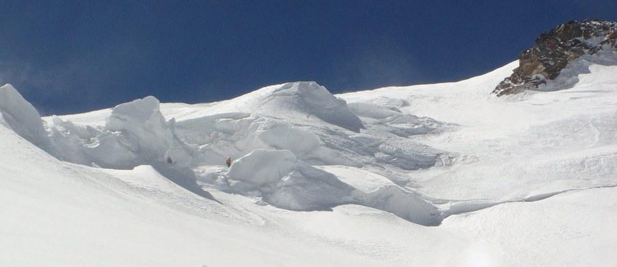 Rosyjscy ratownicy nie prowadzą dziś poszukiwań polskiego turysty, który zaginął na Elbrusie. Jutro natomiast są 50-procentowe szanse ich wyjścia w góry. Wszystko z powodu załamania pogody na tej najwyższej górze Rosji.