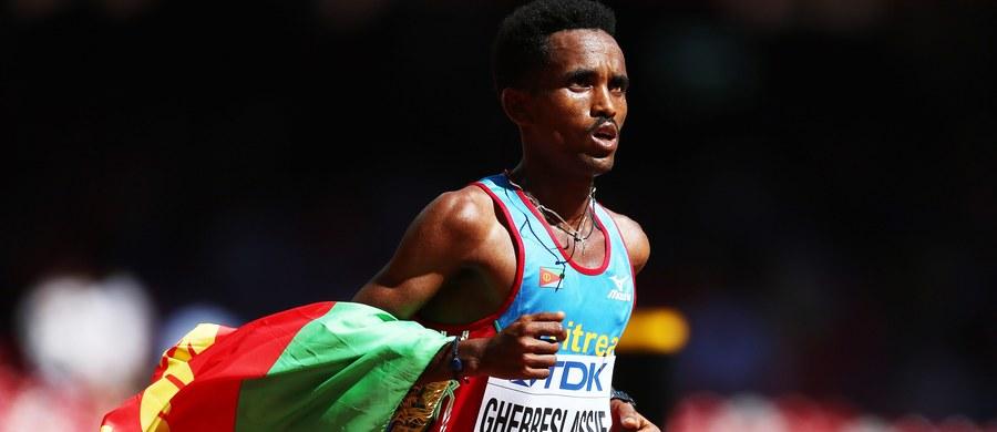 Reprezentant Erytrei, 19-letni Ghirmay Ghebreslassie, wynikiem 2:12.27 w maratonie zdobył niespodziewanie złoty medal 15. lekkoatletycznych mistrzostw świata w Pekinie. Jest najmłodszym zwycięzcą biegu na dystansie 42 km 195 m w historii imprezy IAAF.