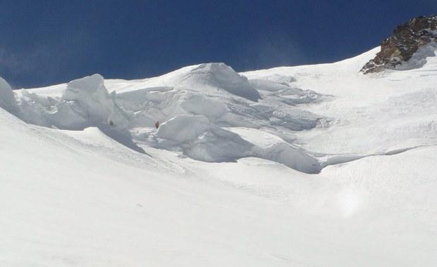 Wznowiono poszukiwania Polaka zaginionego na Elbrusie, najwyższym szczycie Kaukazu - podaje agencja RIA Novosti. Akcja trwa już prawie tydzień. To z powodu pogody, która uniemożliwia pracę rosyjskim ratownikom górskim.