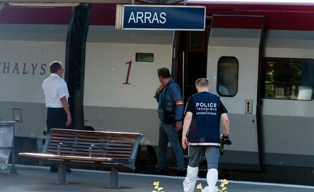 Nowe szokujące doniesienia w sprawie udaremnionego ataku terrorystycznego na ekspres Amsterdam-Paryż. Francuski aktor Jean-Hugues Anglade, który podróżował z przyjaciółką i dziećmi, ujawnił, że po usłyszeniu strzałów personel pociągu zamknął się w specjalnym przedziale i odmówił pomocy pasażerom. Najpierw 26-letniego uzbrojonego w karabin automatyczny marokańskiego terrorystę, który według hiszpańskich służb specjalnych przeszedł szkolenie w Syrii, próbował obezwładnić francuski podróżny. Później udało się to dwóm amerykańskim żołnierzom.