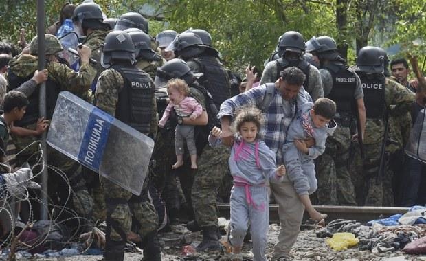 Tysiące imigrantów przedarły się do Macedonii z Grecji – poinformował obecny na miejscu reporter agencji Reuters. Imigrantom udało się sforsować granicę mimo jej obstawienia przez policję.