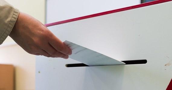 Polscy politycy mają nową zabawę wakacyjną: wymyślanie kolejnych pytań do referendów. To zajęcie pochłonęło ostatnio uwagę wielu z nich. Mam wrażenie, że wydaje im się, iż ta partia, która nie wystąpi z propozycją następnych pytań referendalnych, straci w oczach rodaków.