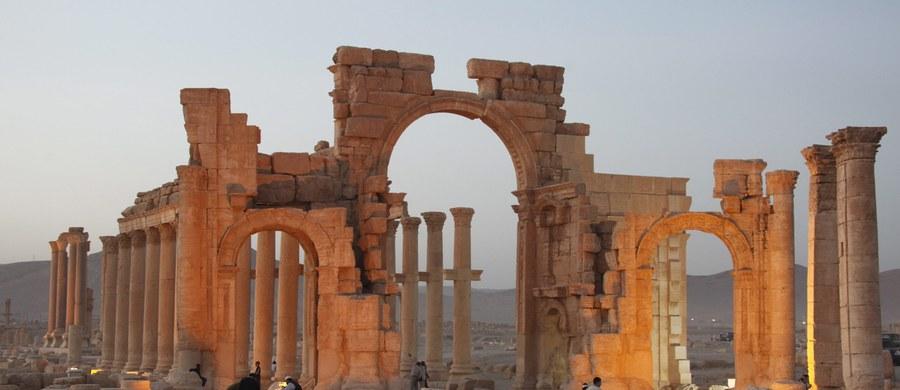 Dżihadyści z Państwa Islamskiego zburzyli starożytną świątynię Szamin-Baala (boga nieba) w syryjskiej Palmyrze. Poinformował o tym dyrektor generalny departamentu antyków i muzeów Syrii Mamun Abdulkarim.