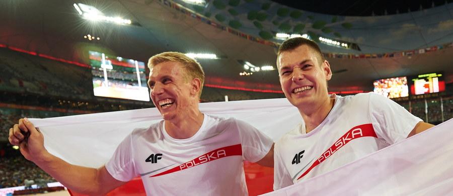 Dwa brązowe medale lekkoatletycznych mistrzostw świata w skoku o tyczce przypadły Polakom - Pawłowi Wojciechowskiemu i Piotrowi Liskowi. Złoty zdobył niespodziewanie Kanadyjczyk Shawnacy Barber, a srebrny broniący tytułu Niemiec Raphael Holzdeppe.
