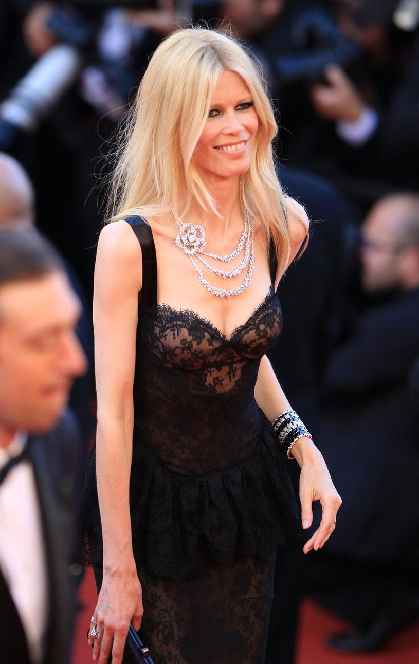 W latach 90. była najsłynniejszą blondwłosą modelką i największą muzą Karla Lagerfelda. Choć 45-letnia dziś Schiffer nie pojawia się już na wybiegach mody, wciąż pozostaje jedną z trzech - obok Lindy Evangelisty i Naomi Campbell - największych modelek wszech czasów.