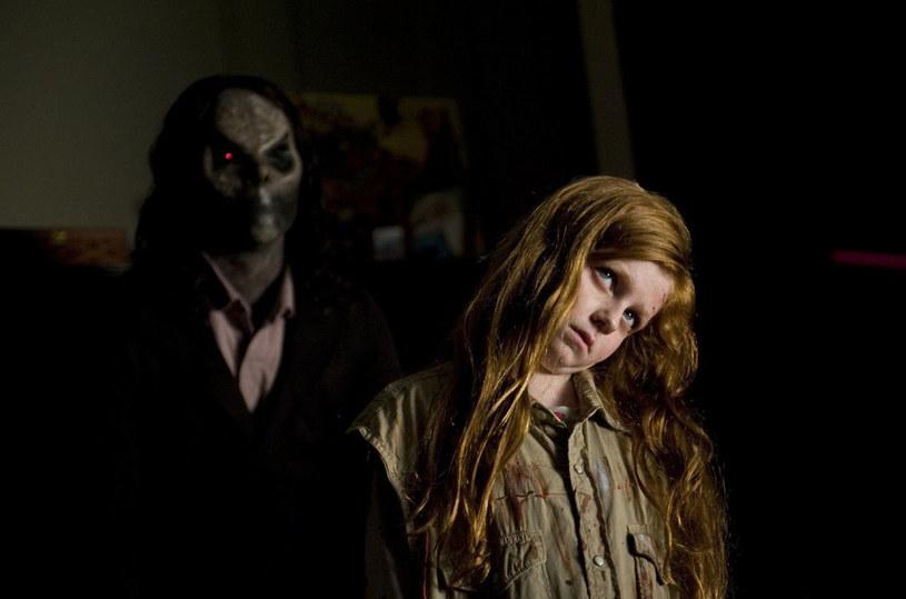 """""""Sinister 2"""", druga część jednego z najbardziej kasowych horrorów ostatnich lat, przyciągnął do kin całą widownię pierwszej części już w pierwszy weekend wyświetlania, stając się tym samym liderem polskiego zestawienia box office. Film zobaczyło blisko 50 tysięcy widzów."""